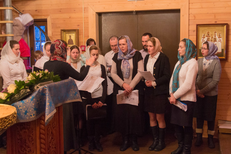 Первая Литургия молодежного приходского хора в праздник Сретения Господня