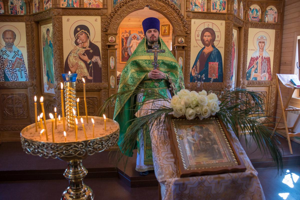 Настоятель нашего храма награжден правом ношения камилавки.