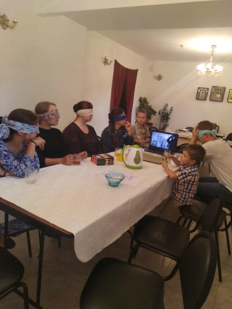 Первая рабочая встреча молодежной группы: мастер-класс «Жизнь вслепую»